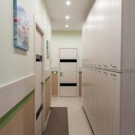 Коридор апартаментов на Перелета, 32